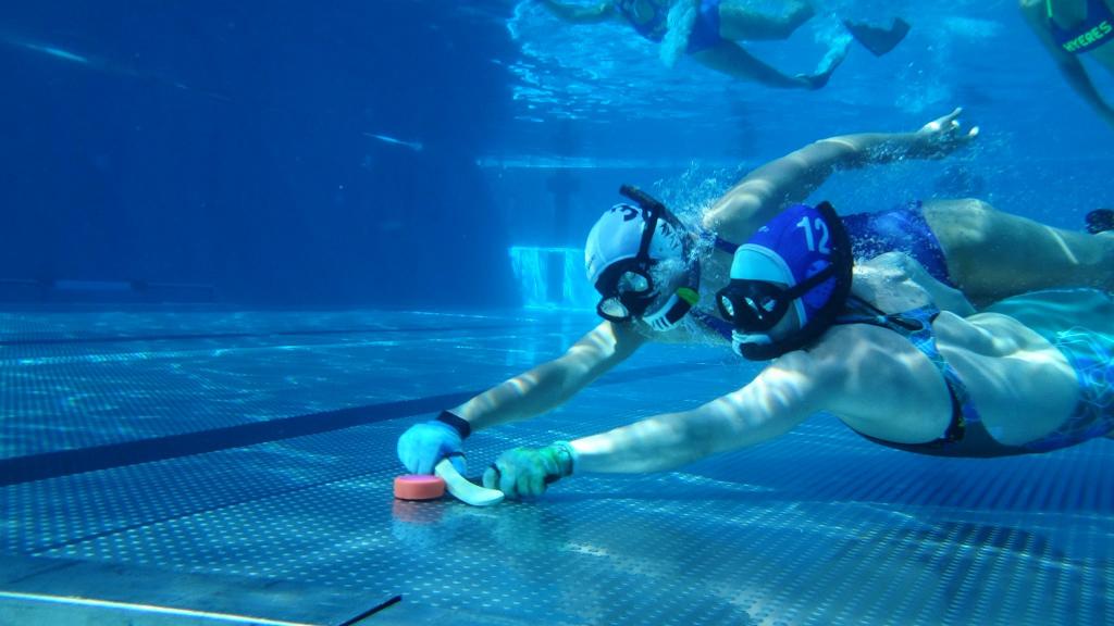 Comment jouer au hockey subaquatique ?